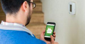image montrant les avantages système d'alarme par une installation sans fil et dirigeable par smartphone