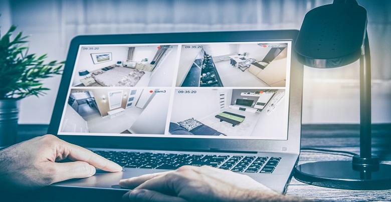 image montrant un ordinateur avec une alarme en ligne